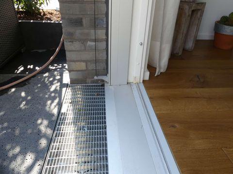 Gutachten am Bau - Sachverständiger für Fenster und Wasserschäden Terrassentuerschwelle_Abdichtung